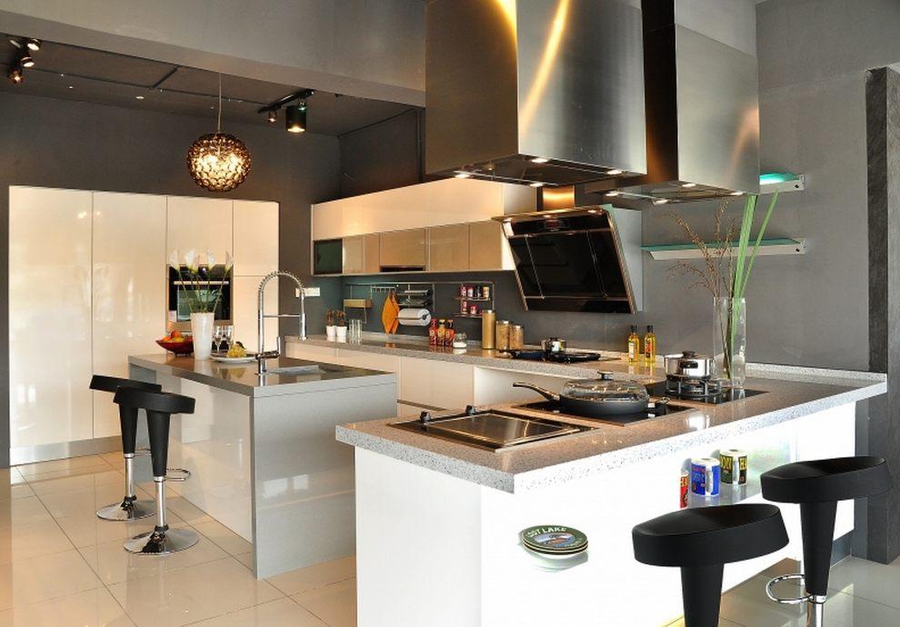 Modern Design by Rowenda Kitchen