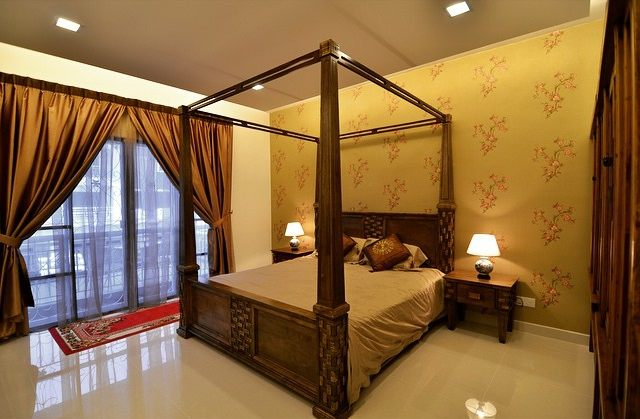 Four poster bedroom by Golden Carpentry and Reno