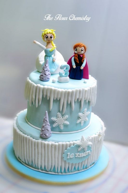 Fondant frozen cake by The Flour Chemistry. Source