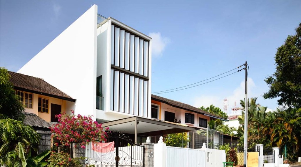 Singapore terrace house replaces entire front wall with for Terrace house singapore