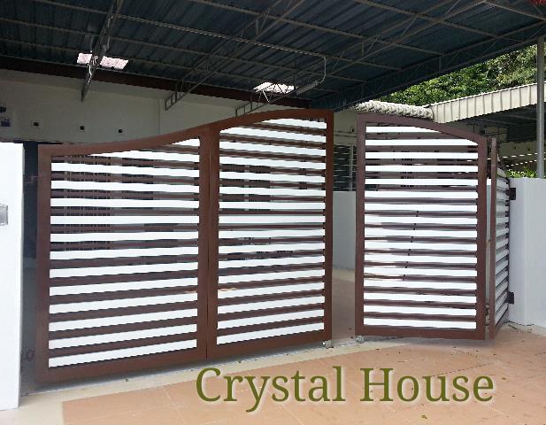 A custom-made folding gate by Crystal House Renovation, Penang