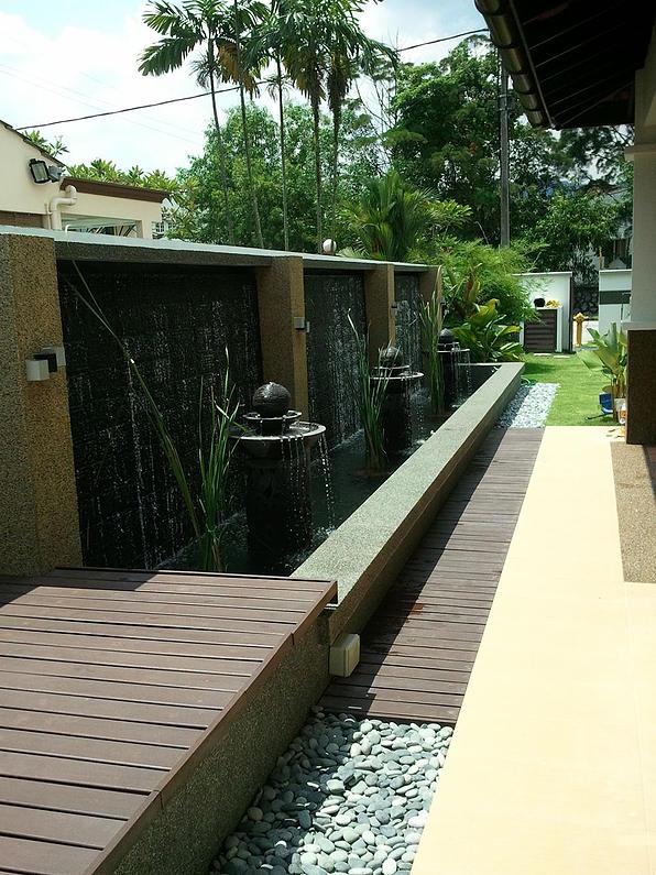 Outdoor garden water feature by Homework Renovators - RecomN.com