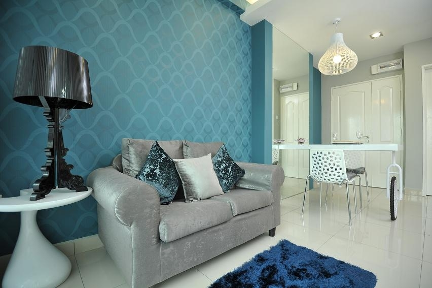 Blue living room by Jashen Interior