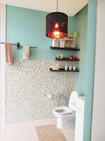 Blue bathroom design in KLCC by BonnieBlue Interiors