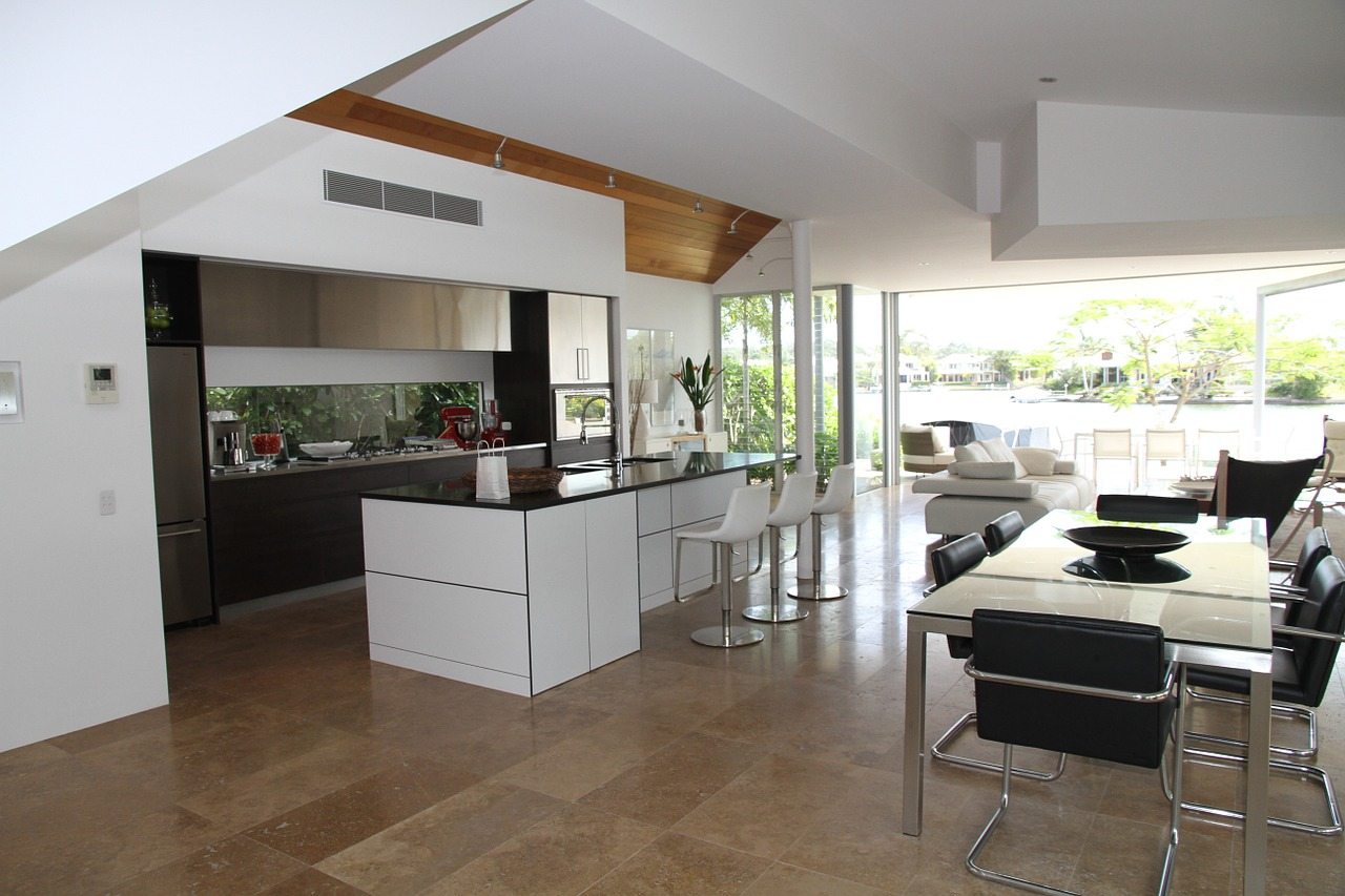 Kitchen and dining area by Kah Yong Construction & Engineering Sdn Bhd