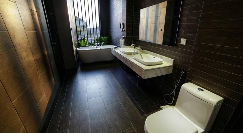 Bathroom interior design by Demaxd Build