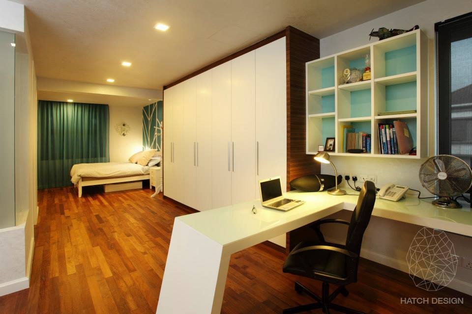 Desktop lighting to reduce contrast. Design by Hatch Design