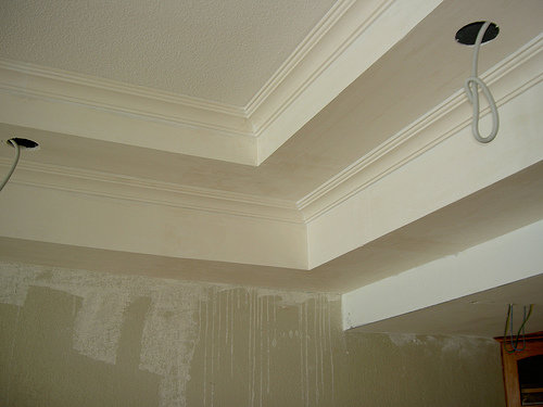 Modern plastercoard ceiling cornices by Uniceiling. Source.