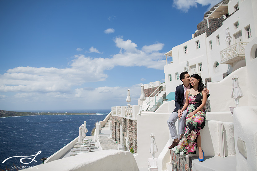 Pre-wedding photoshoot in Santorini. Photos by Stories.my. Source