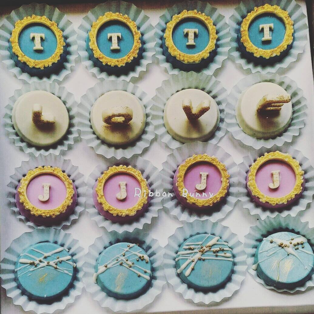 Mini customised wedding favour desserts by Ribbon Bunny