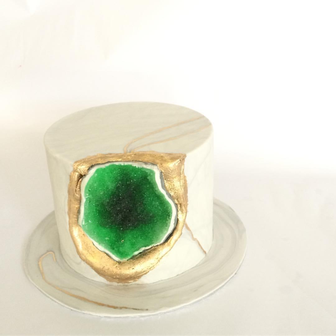 Emerald geode cake by Vanilla Pods - RecomN.com custom cake baker