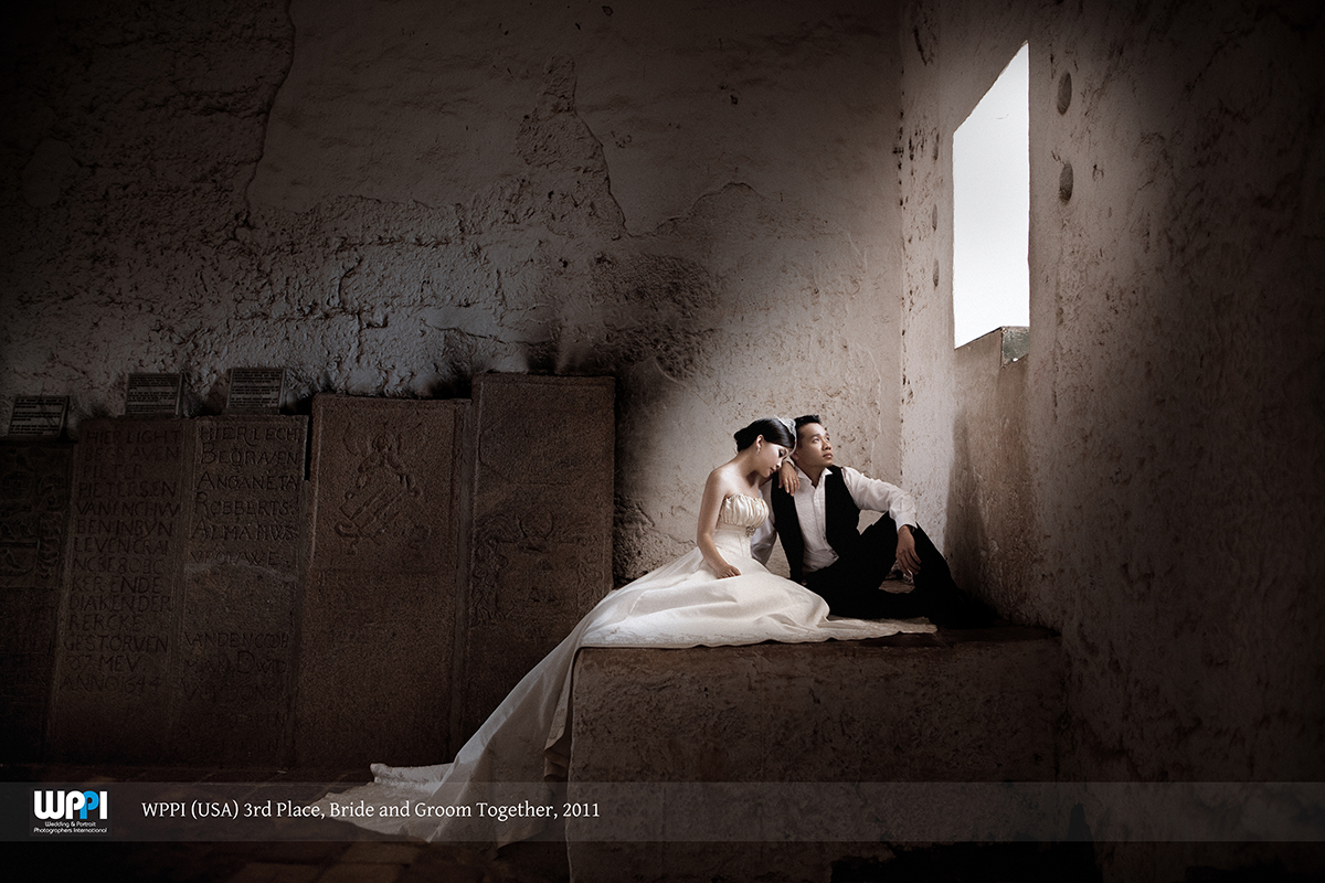 Award-winning wedding photo. 3rd Place, Bride and Groom Together Category - Weddings and Portraits Photographer International (WPPI) 2011. Source:Eyeshot Studio
