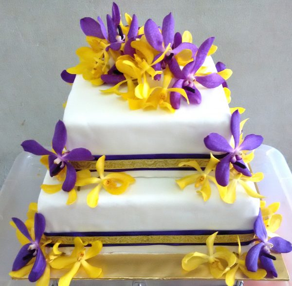 17 Beautiful Cakes With Fresh Flowers By Malaysian Bakers