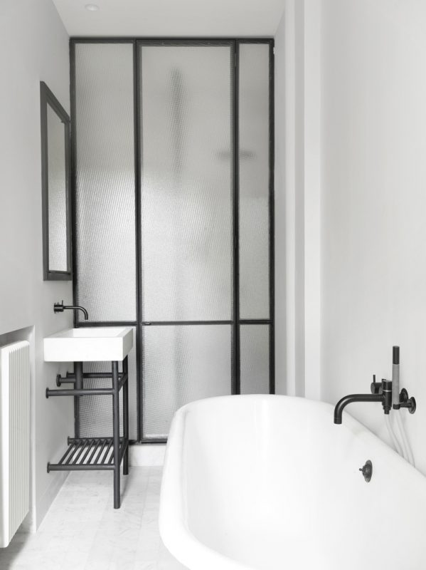 12 Amazing Black And White Bathrooms For The Minimalist In