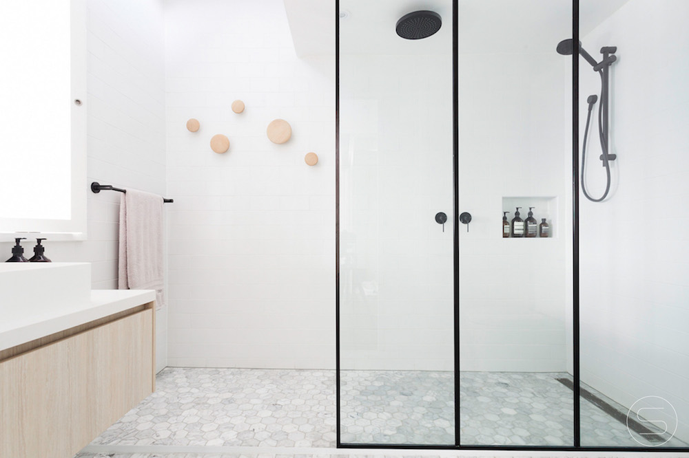12 Amazing Black and White Bathrooms For The Minimalist In You