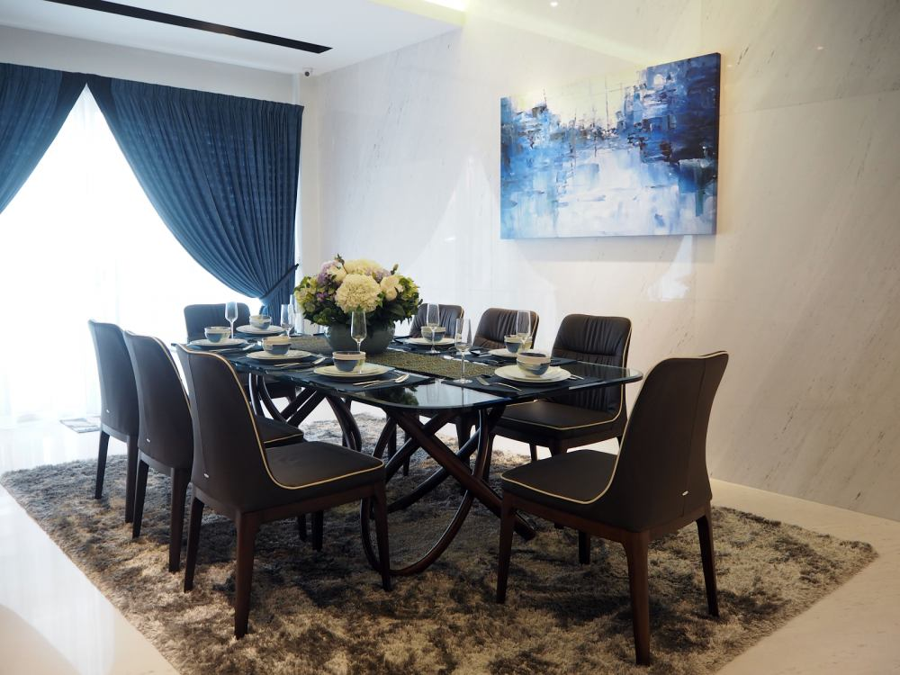 Dining room design by Meridian Inspiration