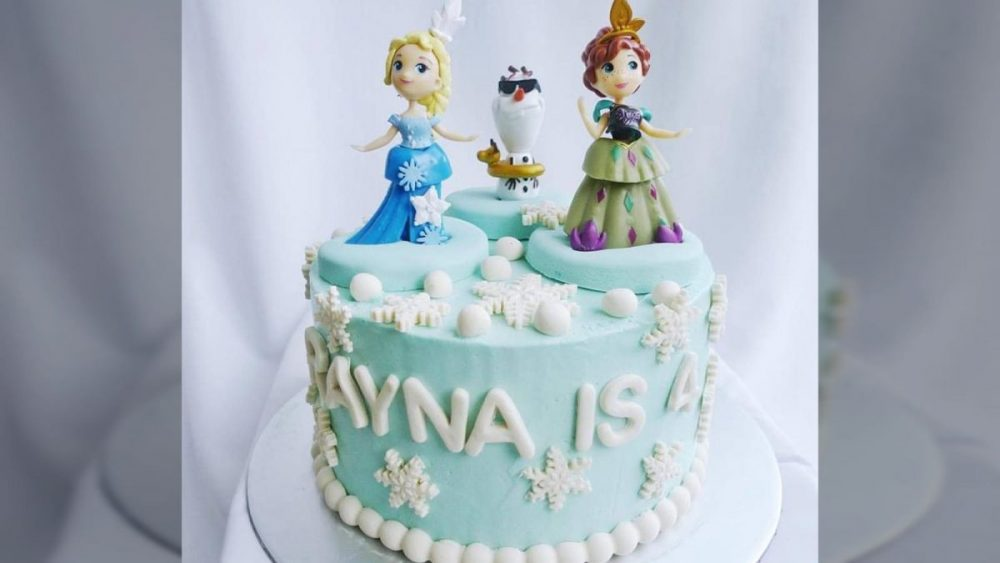 Frozen cake Singapore with Elsa and Anna. Made by Corine and Cake. Order at Recommend.sg