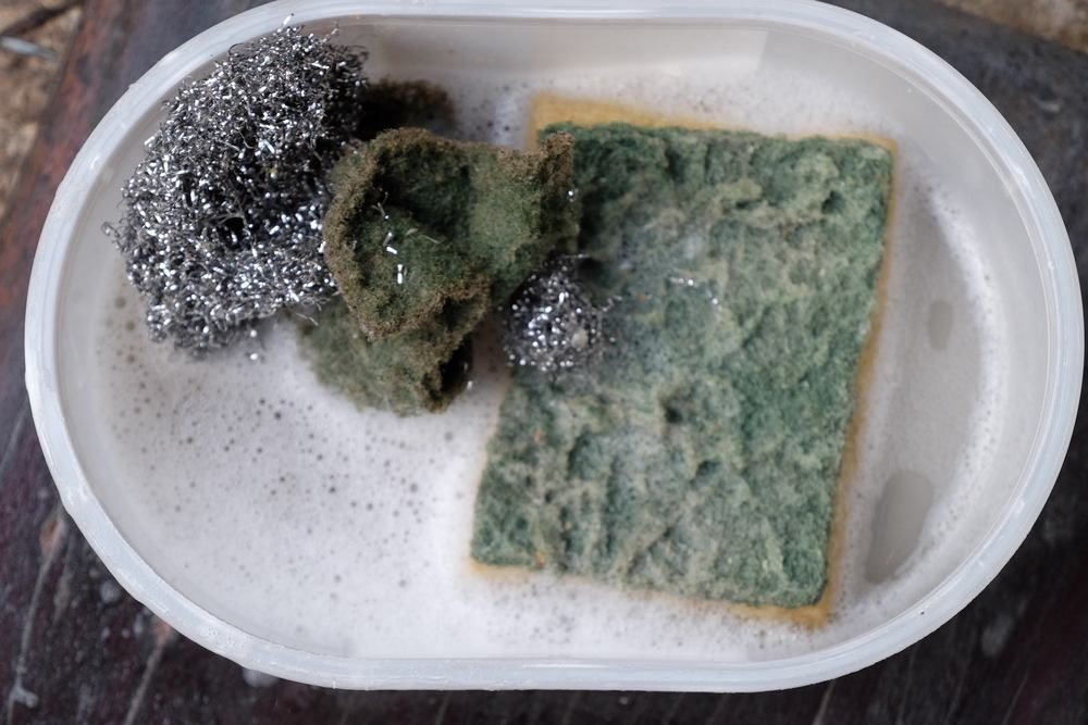 Keep your dishwashing sponge dry instead of soaking it, and disinfect it regularly - kitchen safety tip by Recommend.my
