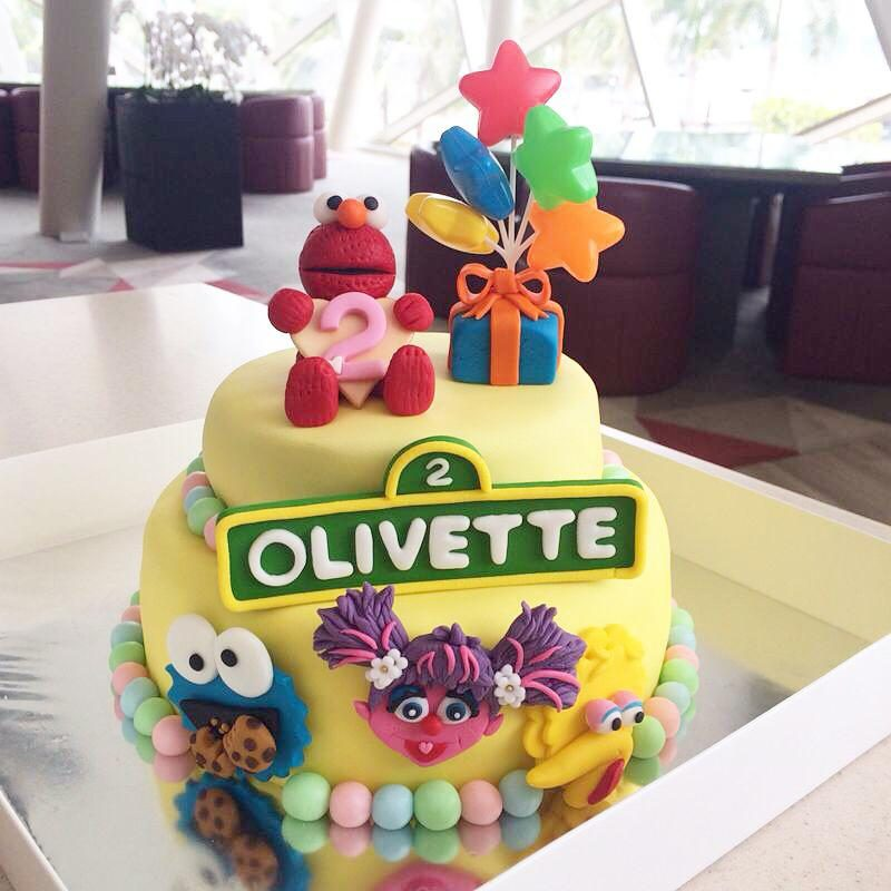 Two tier baby elmo cake by Oni Cupcakes - Recommend.sg