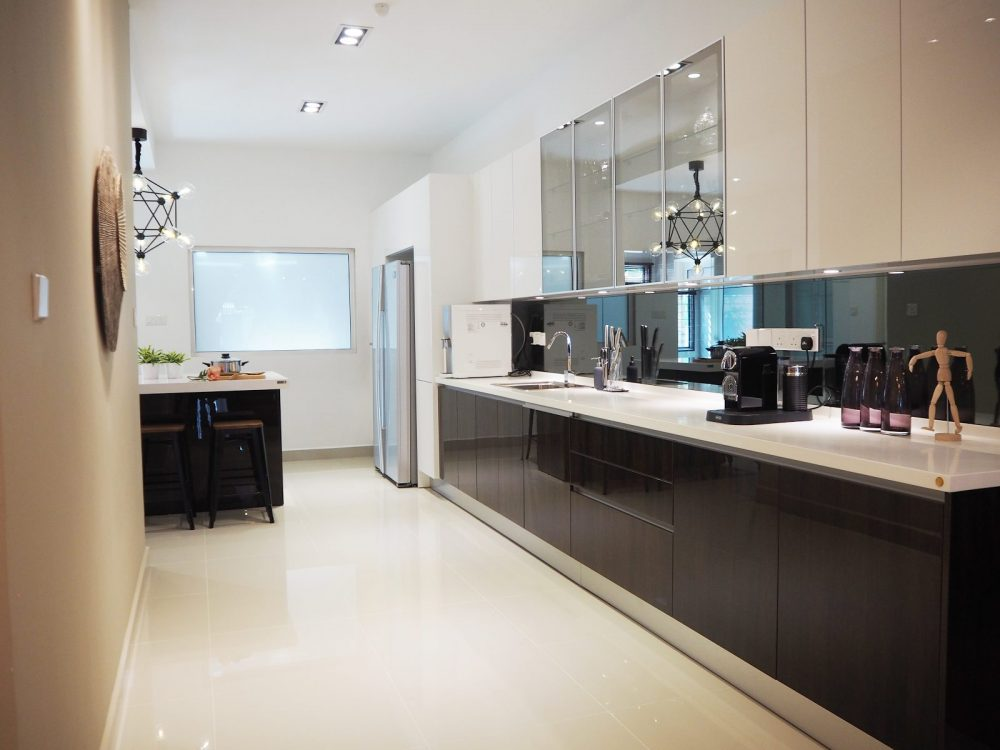 Kitchen design for Super-Link Terrace in USJ Heights,Subang Jaya. Project by:Meridian Inspiration