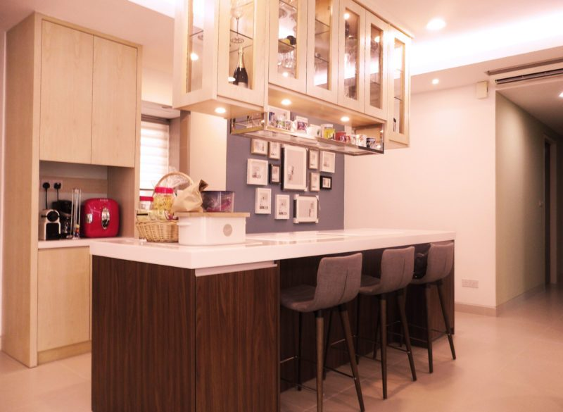 Dry kitchen and dining room design for Condominium in Ara Damansara. Project by: Furlab Enterprise