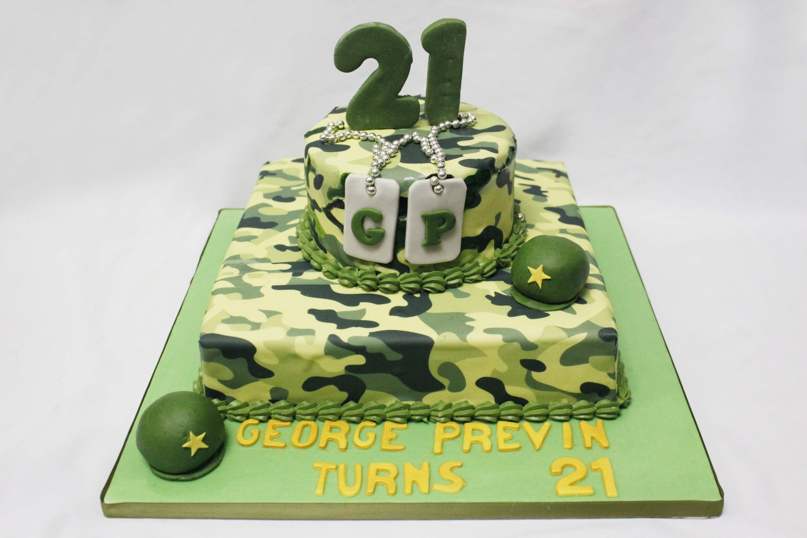 An army themed 21st birthday cake, suitable to celebrate this milestone. Made by: Temptations Cakes Singapore - Recommend.sg