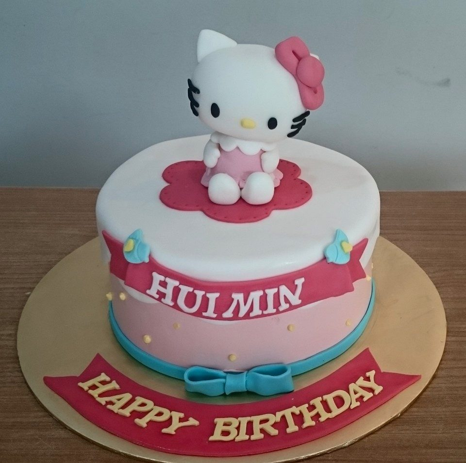 An edible 3D Hello Kitty figure made of fondant on a round cake nicely wrapped with fondant. Made by: My Fat Lady Cakes and Bakes. Source