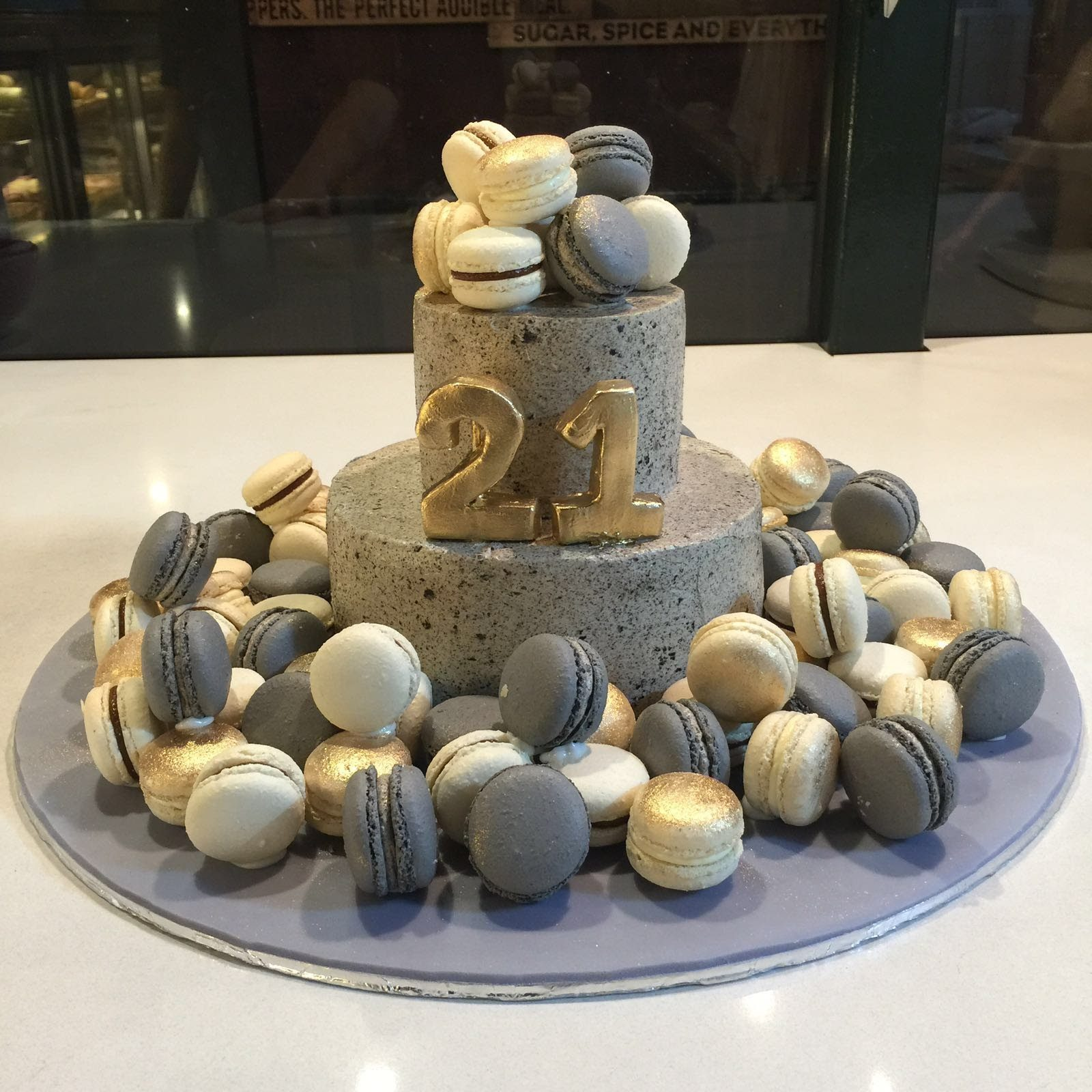 A luxe looking birthday cake. Made by: Bonheur Patisserie Singapore - Recommend.sg