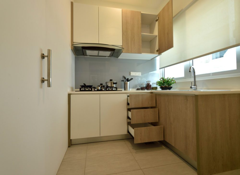 Small kitchen design for Condominium in Serene Residence RT2, Rawang. Project by: Nice style Interior Design