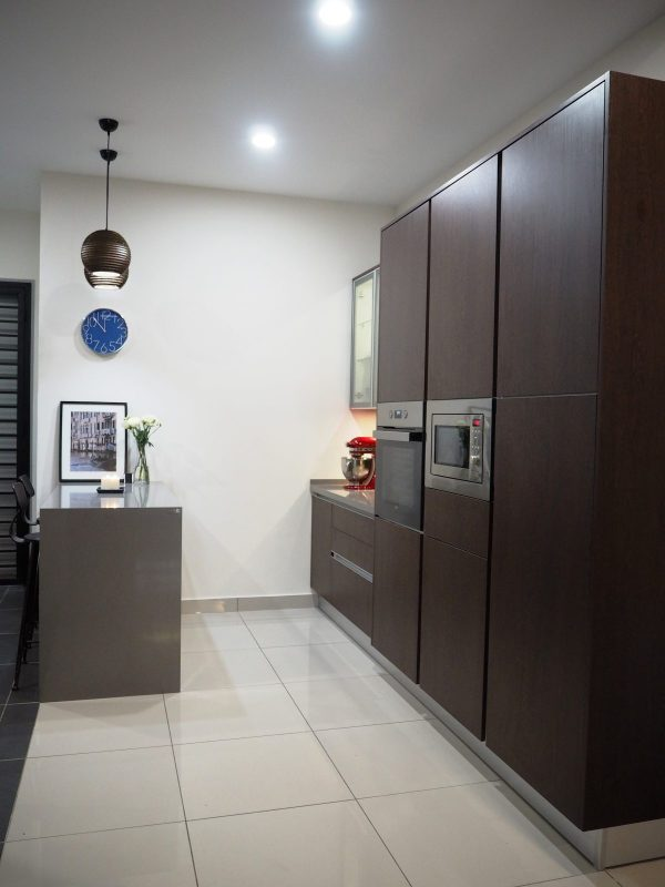 Dry Kitchen design for House in Bandar Rimbayu, Shah Alam. Project by: Meridian Inspiration