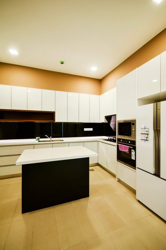 Monochrome kitchen design for Bungalow on Jalan Topaz, Shah Alam. Project by: Hatch Design