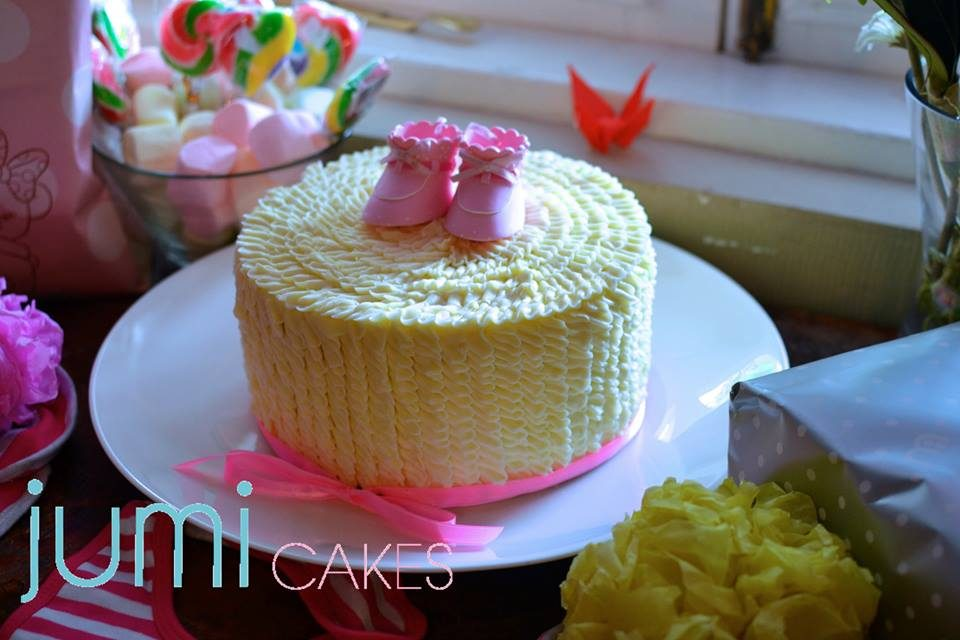 A round baby shower cake with cream cheese frosting. Made by: Jumi Cakes Singapore - Recommend.sg