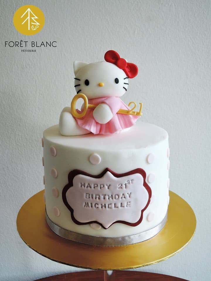 A simple white round cake decorated with soft pink dots, a super cute Hello Kitty topper, and a birthday greeting carved on a two-layered fondant stack. Made by: Foret Blanc Patisserie.Source