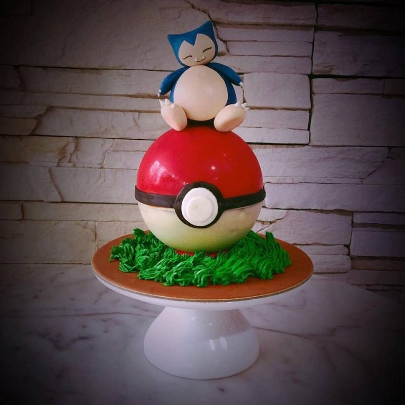 Snorlax pokemon cake by The White Ombre