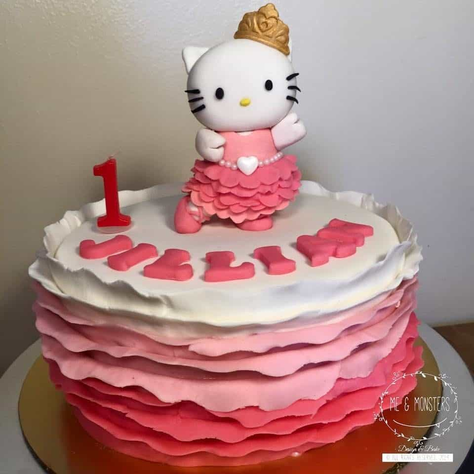 Round cake decorated with fondant ruffles on its side goes really well with dancing Hello Kitty figure on top (which is made of fondant also). Made by : Me & Monsters .Source