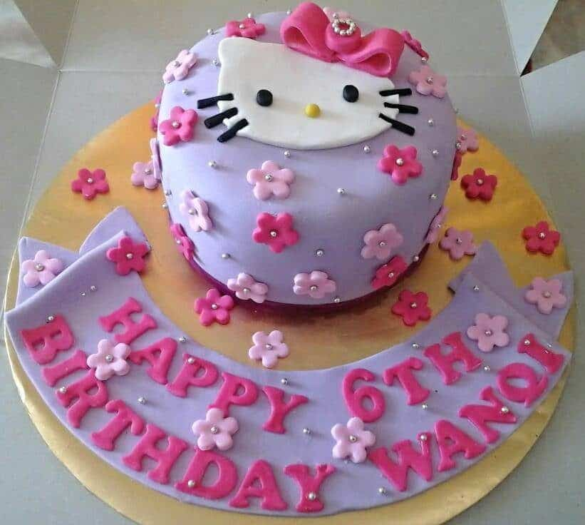 This simple round cake looks nice in pink and purple. The Hello Kitty fondant cutout can sweeten the look even more.Made by : Eats & Treats Bakery.Source