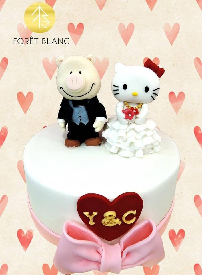Who says Hello Kitty is only for kids? This simple white Hello Kitty themed wedding cake looks so cute, too. Made by: Foret Blanc Patisserie.Source