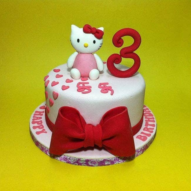 Simple round cake design with hand-sculpted number and Hello Kitty figure. A big bow in front can be a sweet addition, too. Made by: CakeDeliver Online Cake Shop. Source