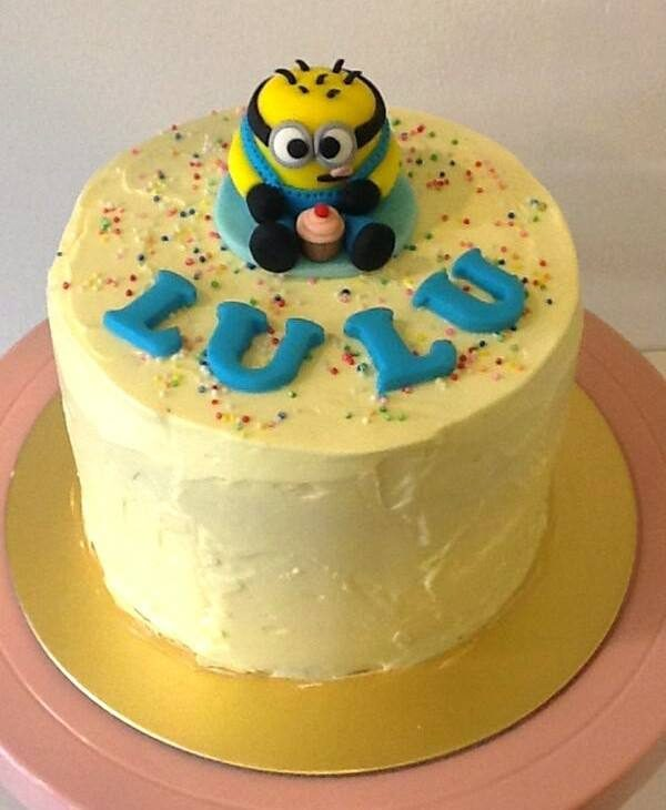 A simple buttercream frosted cake instantly turns into a Minion themed cake when added with an edible Minion as the cake topper. Made by:Little House of Dreams.Source