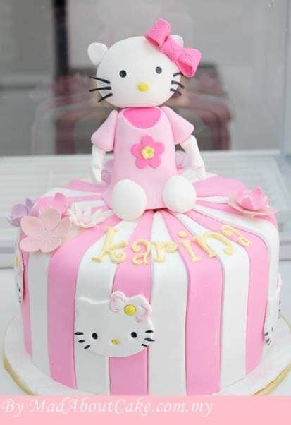 Looking unique by covering the one tiered cake with vertically cut pink and white fondants. On top, sits a big 3D Hello Kitty figure. Made by:  Mad About Cake. Source