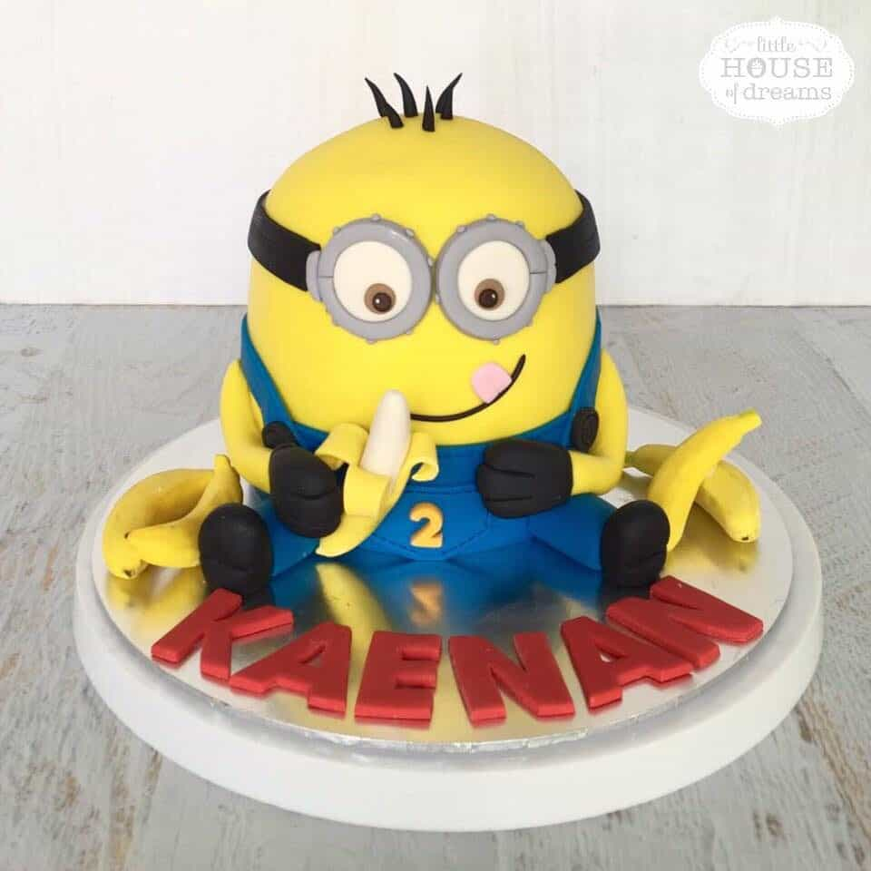 What better way to design a Minion themed cake than creating a Minion shaped cake?.Made by:Little House of Dreams.Source