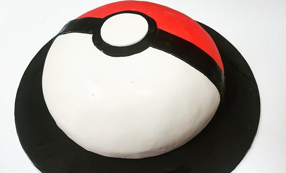 A very minimalist Pokeball cake for an older Pokemon fan.Made by: Little Sprinkles .Source