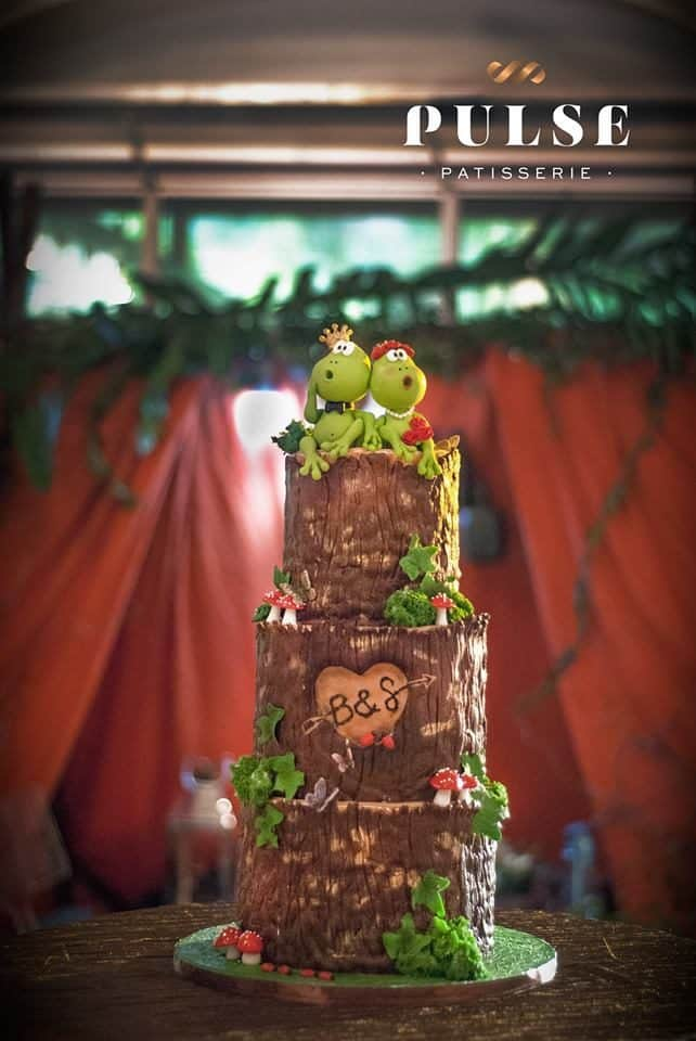 The three-tiered wedding cake that was handpainted by the cake artist to make it look like a wood log is perfect for a back-to-nature themed wedding. Made by: Pulse Patisserie.Source