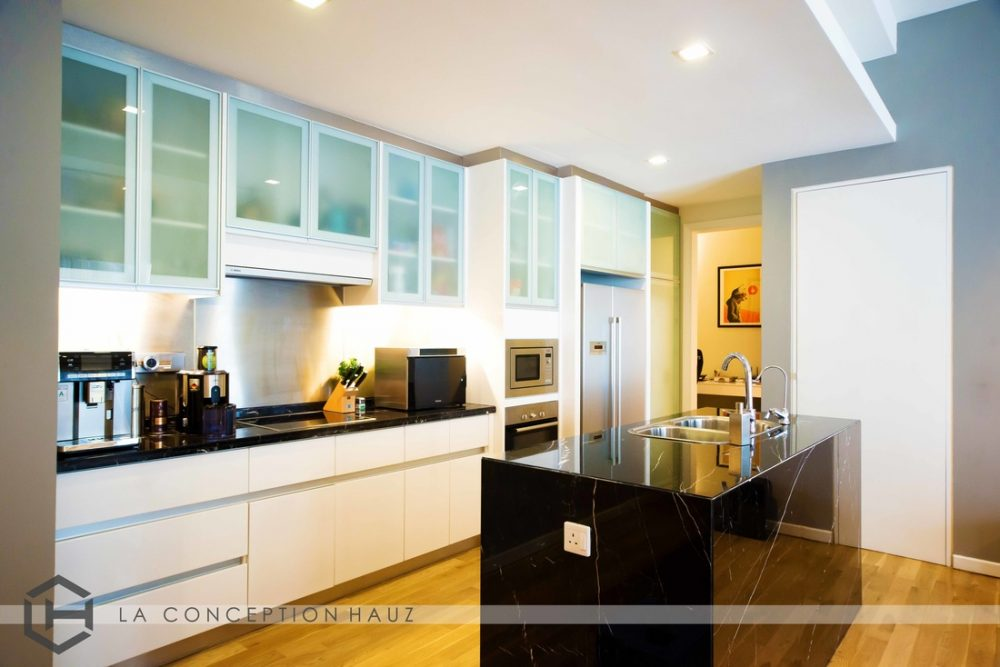 Kitchen in Bukit Bintang by La Conception Hauz