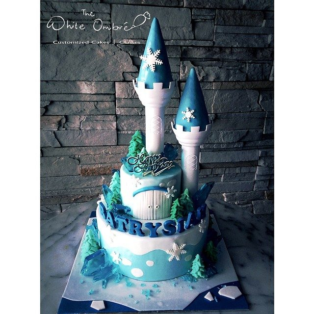 Another white and blue castle cake that is all about the winter season. Pulse Patisserie. Source