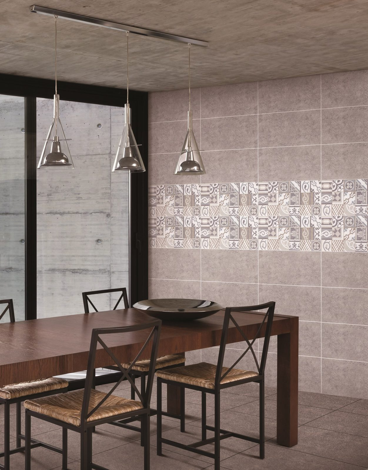 Mixing different tile designs for the wall. Source: Guocera