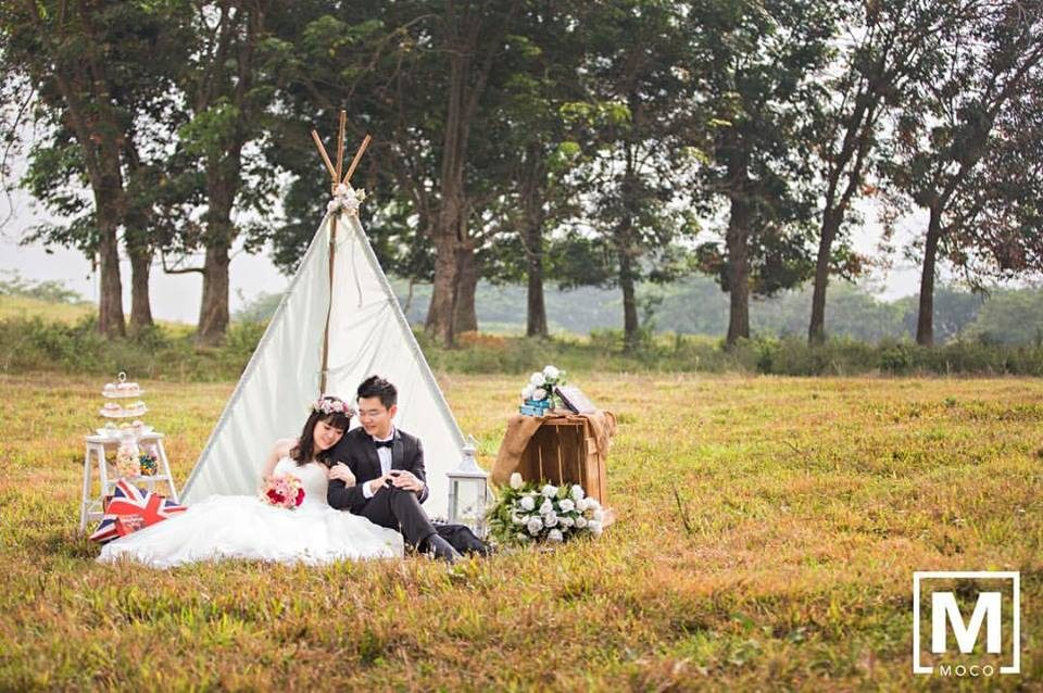 Outdoor picnic pre-wedding photoshoot on a grassy field in Kuala Lumpur by Moco Photography, wedding photographer on Recommend.my