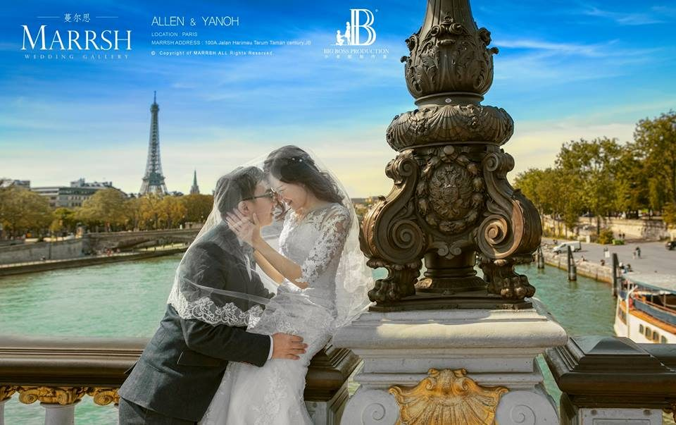 Malaysian wedding photo on a bridge in Paris by Big Boss Production. Get quotes for destination pre-wedding photography at Recommend.my