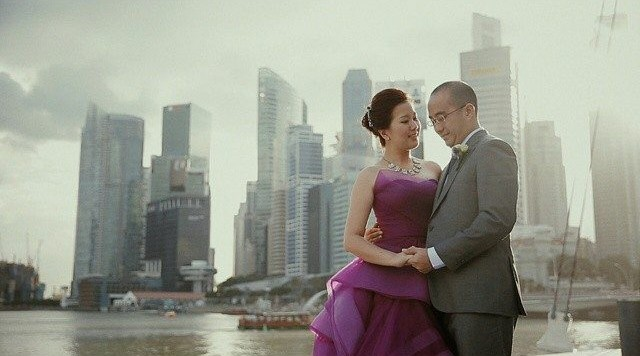 Singapore skyline pre-wedding photoshoot in singapore by Iriswave. Source