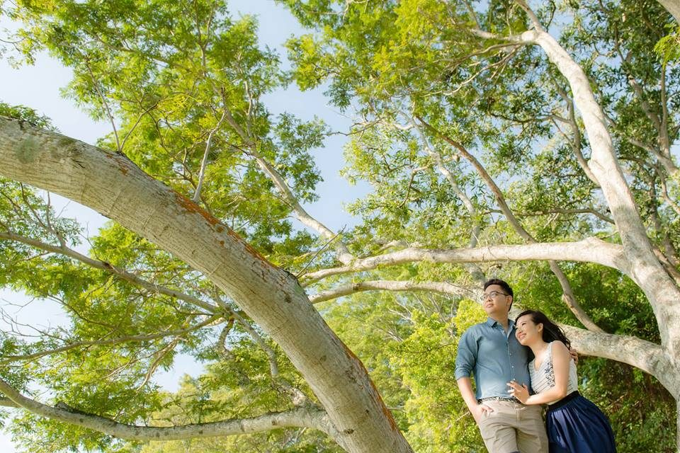 Bedok Reservoir Park pre-wedding photoshoot in singapore by The Missing Pieces. Source